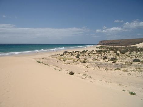 Blick von einer Sanddüne hinunter