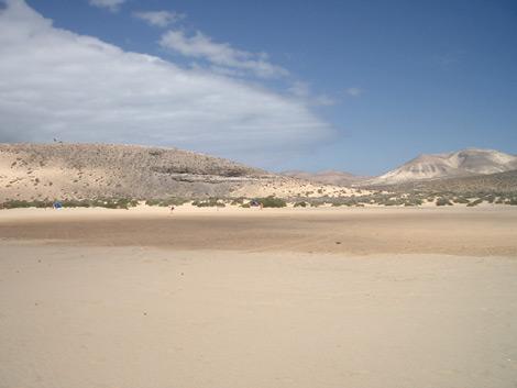 Blick vom Strand ins Hinterland