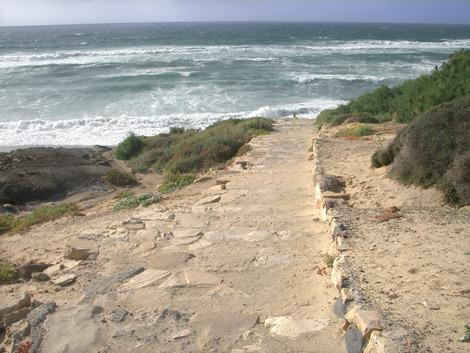 Treppe hinunter zum Strand von La Pared