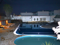 Swimmingpool in der Nacht