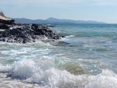 Strandabschnitt bei Flut